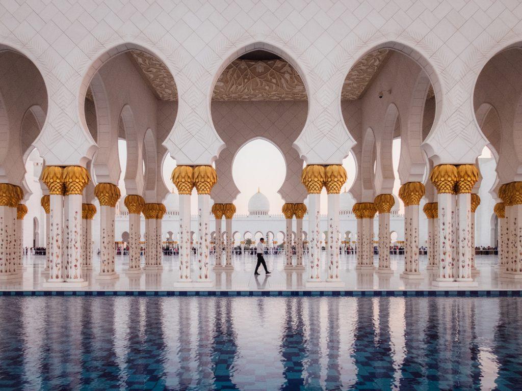 Majestatyczny meczet w Abu Zabi
