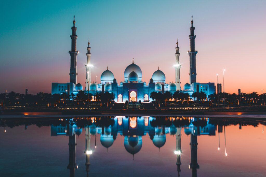 Meczet Szejka Zayeda w Abu Zabi w nocy