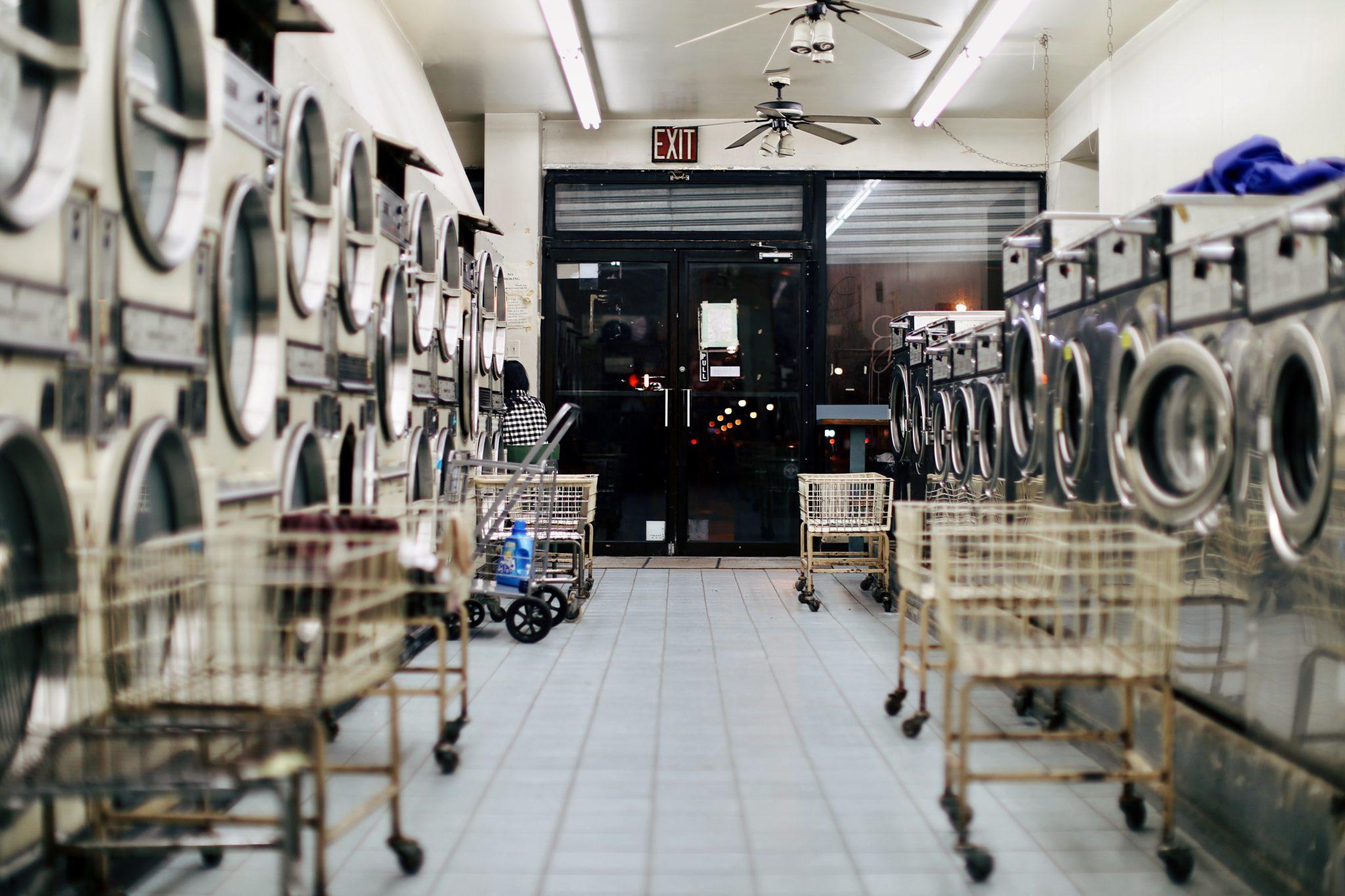 Bagaż podręczny czy rejestrowany - pralnia w podrózy - tanie podróżowanie