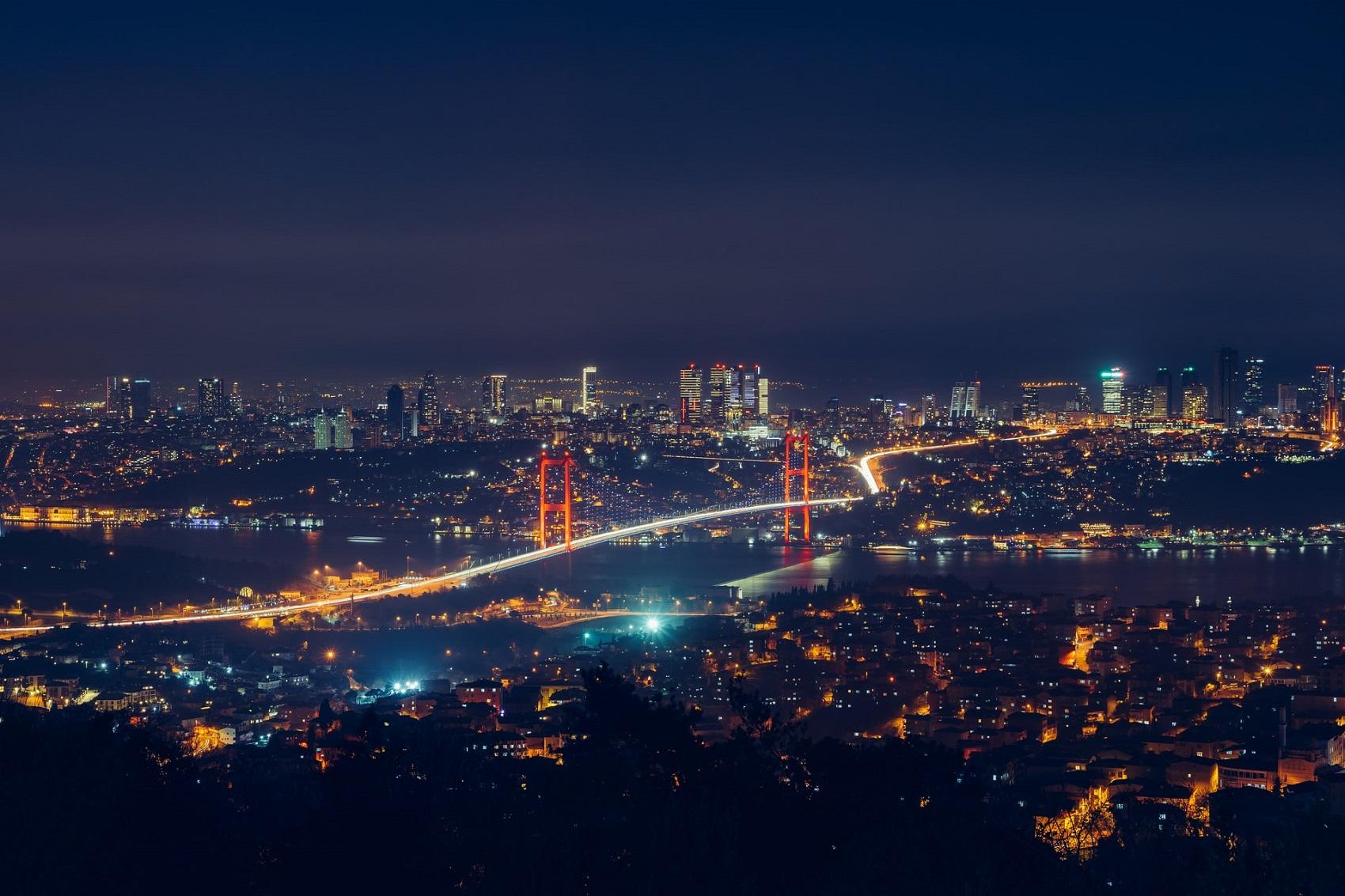 Most dzielący miasto na dwa kontynenty